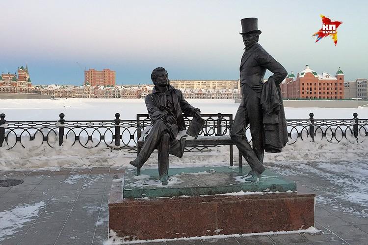 Памятник Пушкину и Онегину.