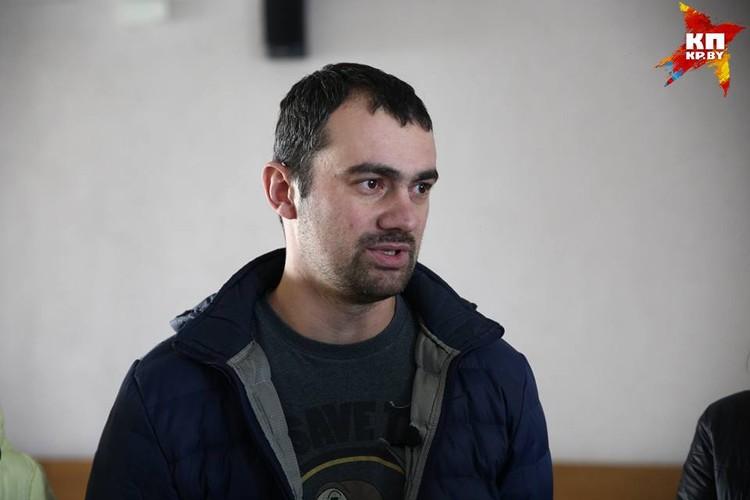 Задержанный Андрей Лынник получил штраф 30 базовых величин. В суде жена Андрея рассказывала, что днем 25 марта муж написал ей смс о том, что вышел из метро и его задержали,