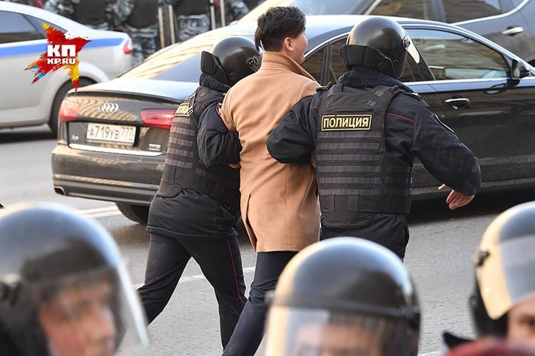 Митинги, состоявшиеся в воскресенье в крупнейших городах России, не обошлись без массовых задержаний.