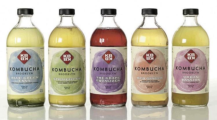 В США комбучу - напиток из чайного гриба - продают в магазинах здорового питания. Фото: Victor Schrager/globallookpress.com