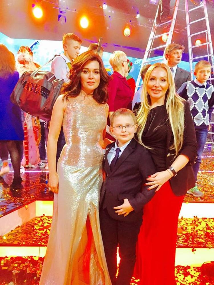 Михаил с Анастасией Заворотнюк и мамой. Фото: предоставлено Еленой Маркозашвили