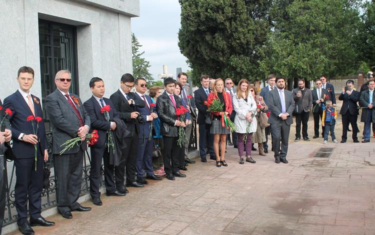 У памятника советским воинам в Испании состоялась церемония возложения венков