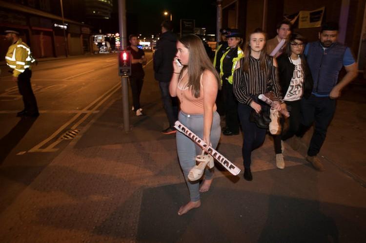 Жители Манчестера в соцсетях предлагали приют иногородним – тем, кто после произошедшего не смог уехать домой