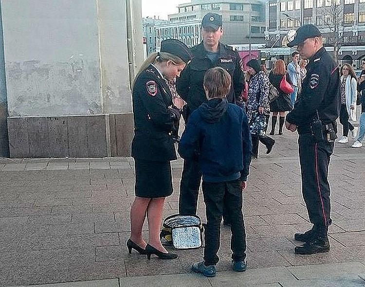 10-летний герой скандала на Арбате Оскар Скавронски пытался убежать от сотрудников полиции
