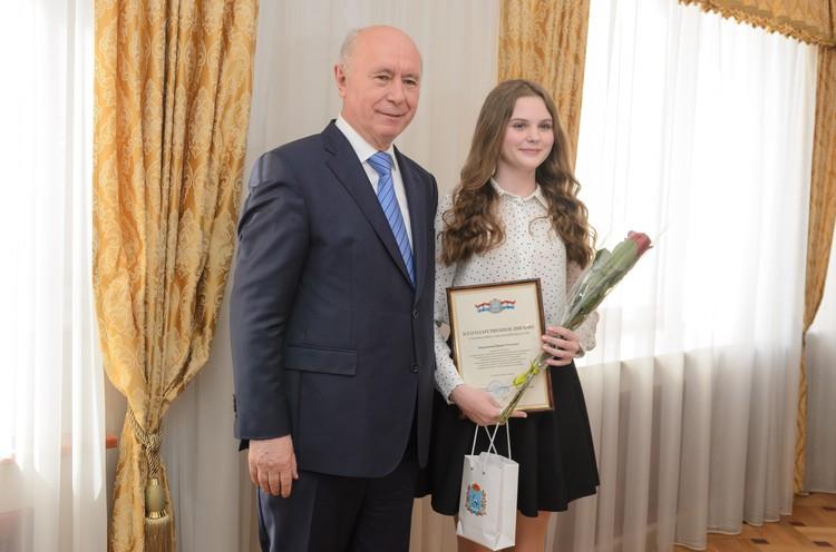 Ирина Кирюхина интересовалась у главы области, почему он решил стать физиком.