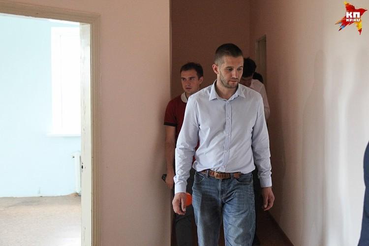 Евгений Мартенс осматривает дом, который ему предложили в Ставрополе
