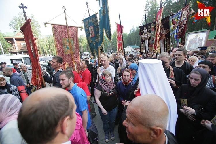 Крестный ход продолжался всю ночь Фото: Екатеринбургская Епархия