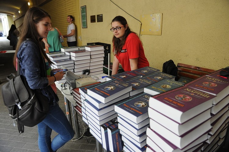 Несколько часов ожидания и 1500 рублей за книгу - вот минимальная стоимость автографа Джорджа Мартина