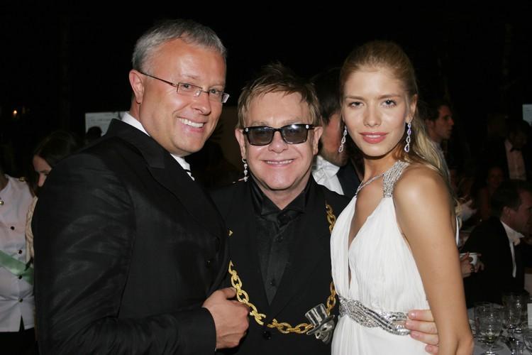 Александр Лебедев с Элтоном Джоном и женой Еленой Перминовой.