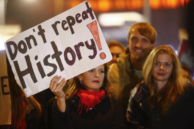 """Протесты против партии """"Альтернатива для Германии"""" - """"Не повторяйте историю"""""""