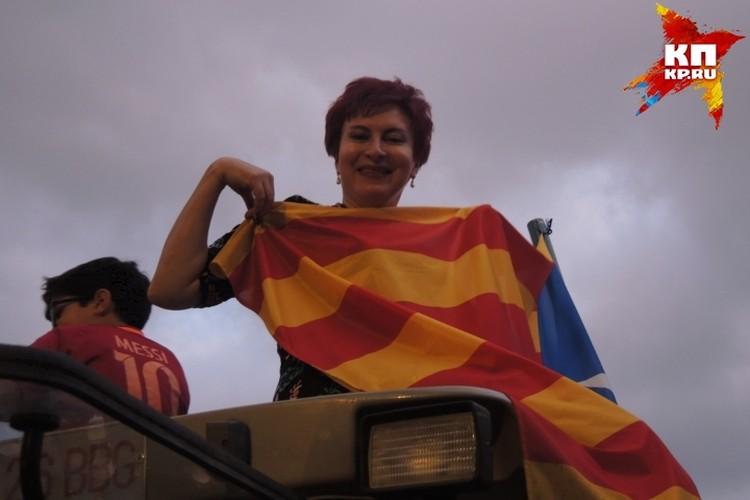 """Наш спецкор Дарья Асламова на тракторе на так называемой """"демонстрации независимости"""""""