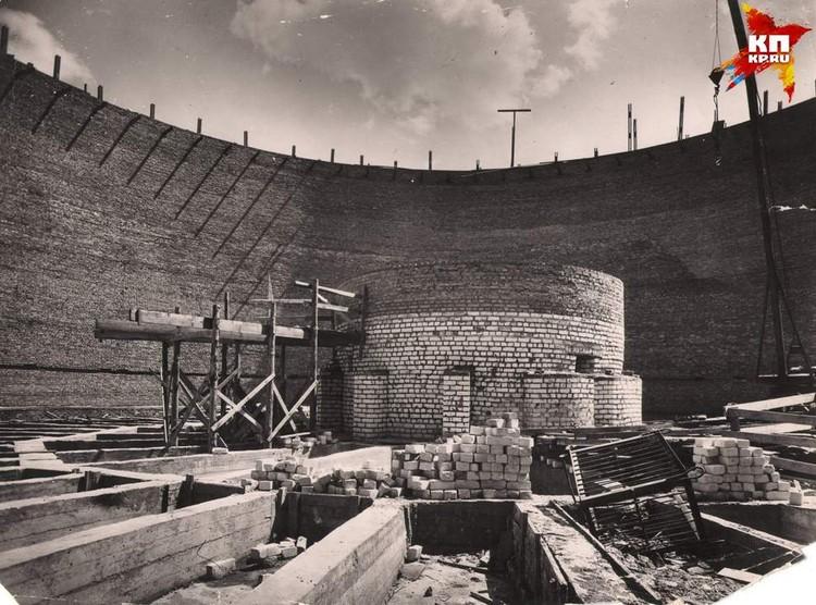 Смотровая площадка. Верх стен здания тогда еще панорамы. После ее переделают в Зал Воинской славы. 1963 г. Фото: Музей-заповедник «Сталинградская битва».