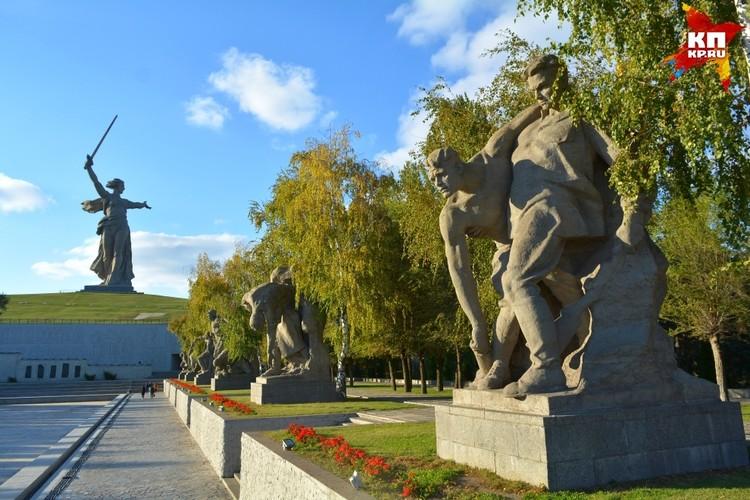 Каждая из шести композиций на площади Герев - это история о мужестве.