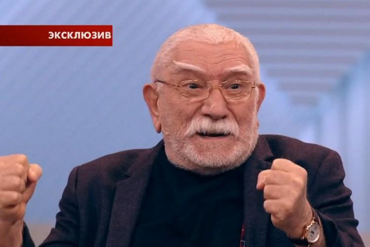В эфире Первого канала артист еще раз подтвердил, что твердо намерен развестись с Виталиной. Фото: кадр видео.