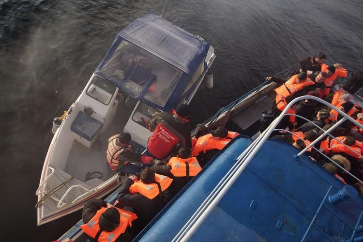 Сначала с судна эвакуировали пассажиров, получивших травмы