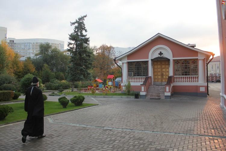 Свято-Троицкий кафедральный собор в Саратове, двор.