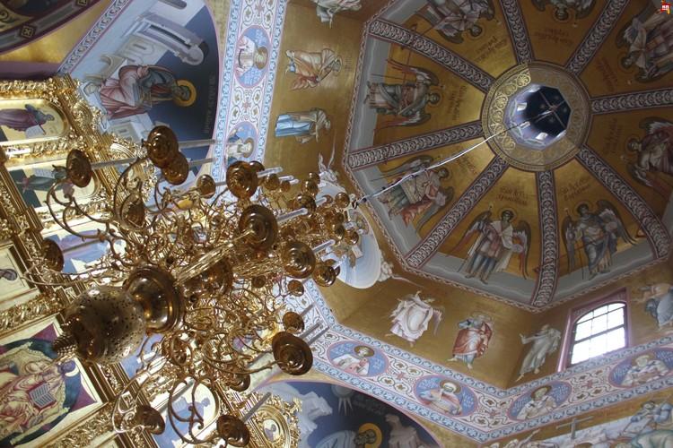Свято-Троицкий кафедральный собор в Саратове, роспись под куполом.