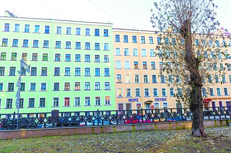 Дом на Рыбацкой улице, 6-8, уже выглядит, как новенький