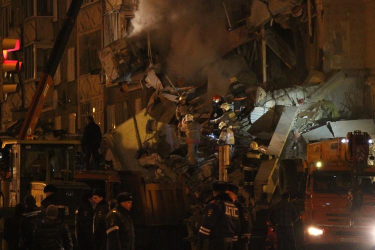 На развалинах продолжаются работы Фото: Дмитрий Селезнев