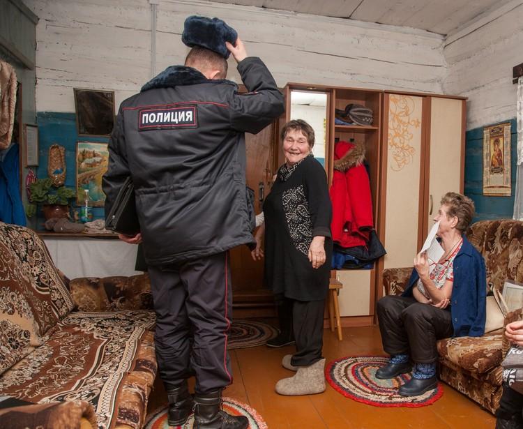 Встречая полицейских, Валентина Павловна шутит: почаще ко мне приезжайте на облаву!