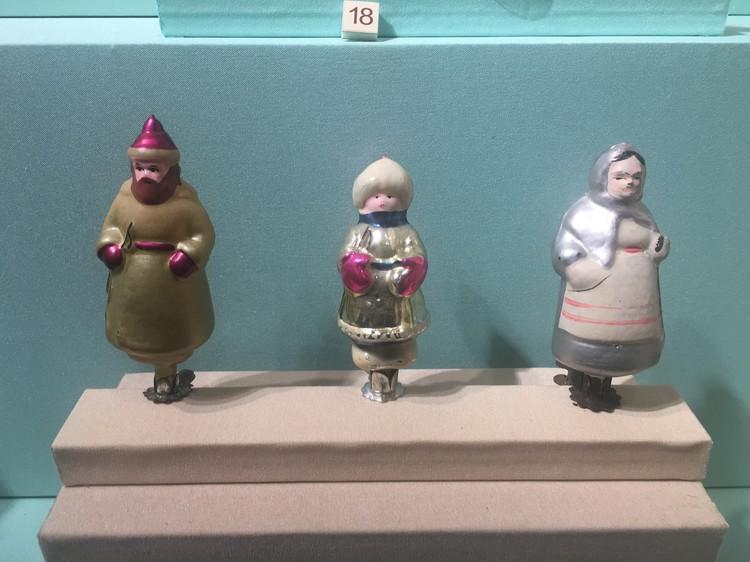 """В игрушках мастера воплощали героев популярных фильмов. Это вот, к примеру, персонажи сказки """"Морозко""""."""