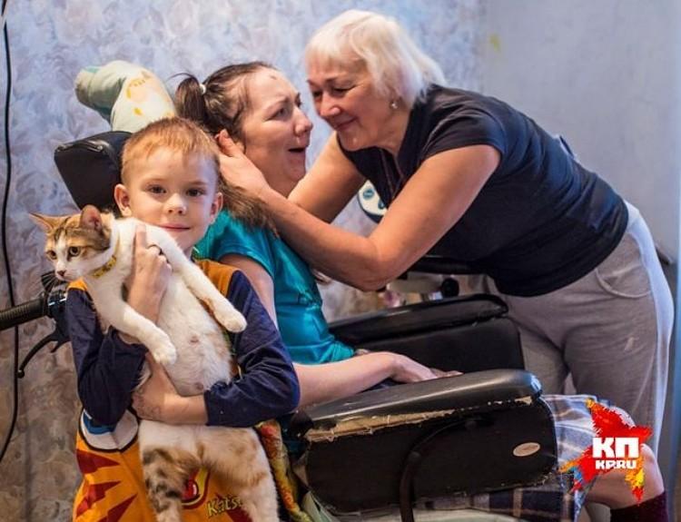За Ириной Банниковой ухаживает мама
