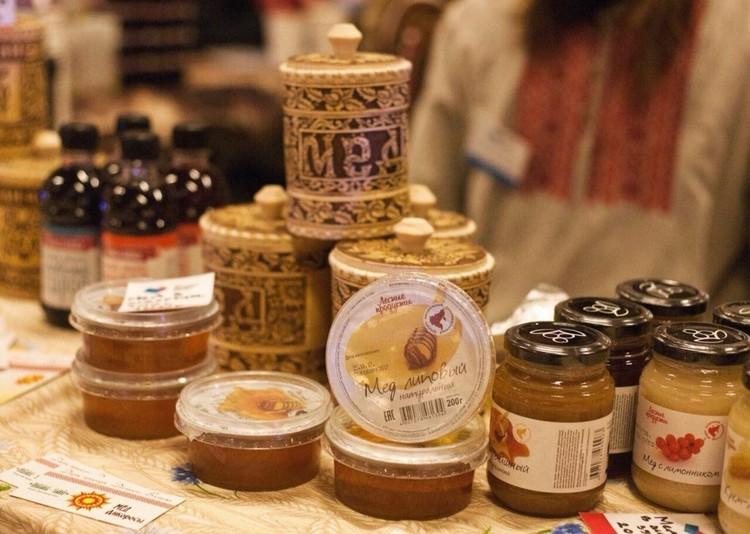 Первый мед, собранный на «дальневосточном гектаре». Фото: Предоставлено пресс-службой Губернатора Хабаровского края