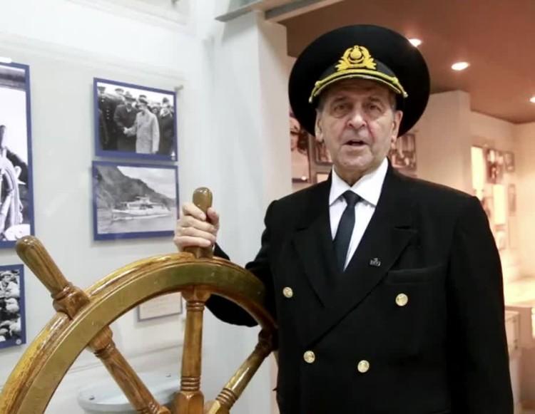 Андрюшу поздравил Николай Павлович Скобло, капитан Енисейского речного пароходства.