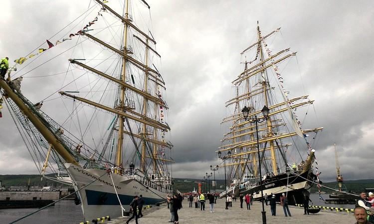 Фотографии портов Андрюше шлют со всего света. На этой - прекрасные виды Мурманска.