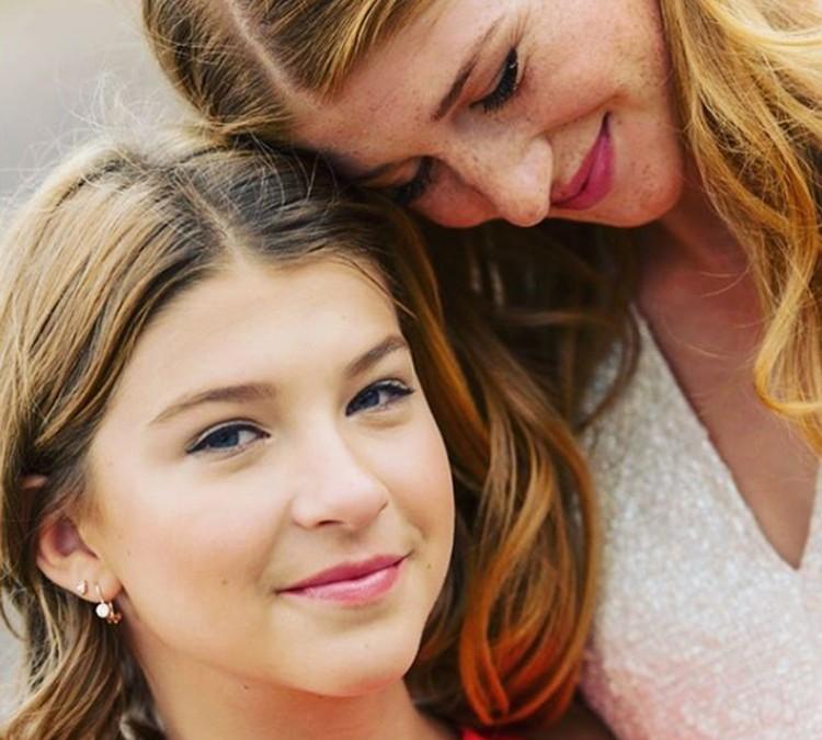 С сестрой Фиби.