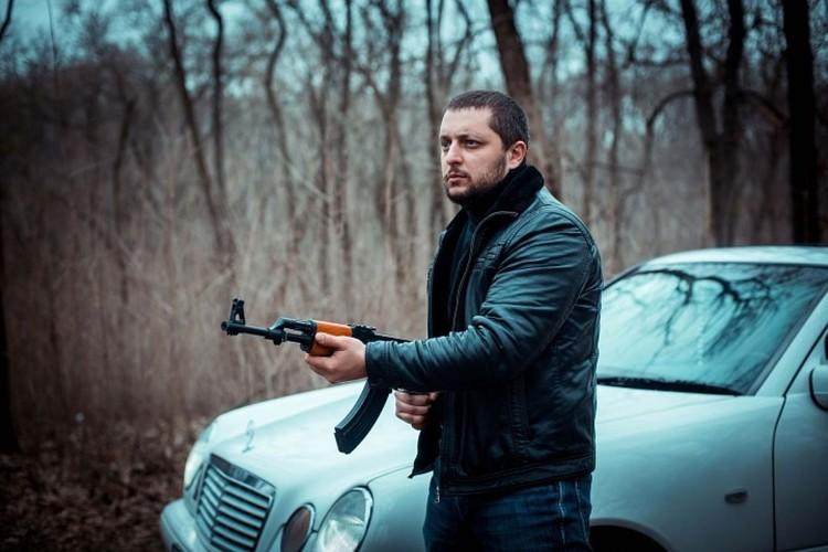 """Оружие - муляж. Фото: группа Вконтакте """"О.П.Г. Художественный фильм""""."""