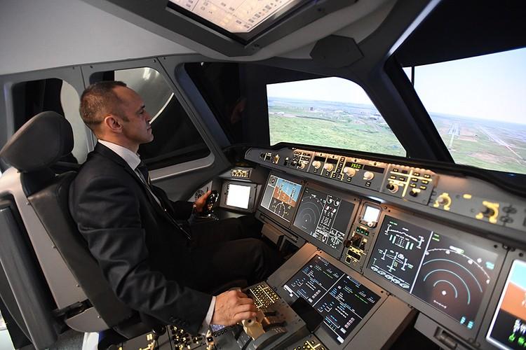 Свои учебные базы есть в крупных авиакомпаниях