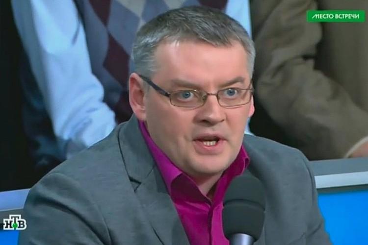 Украинский «эксперт», политолог и блогер Дмитрий Суворов спровоцировал драку в прямом эфире своим хамским поведением и циничными заявлениями