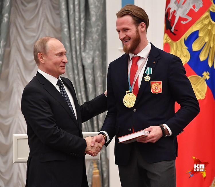 Герои Пхенчхана получили в Кремле государственные награды