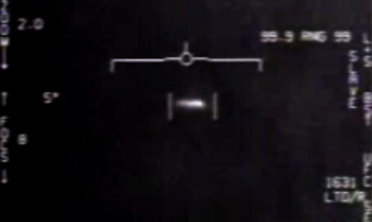 НЛО, попавший в прицел истребителя на севере США, время контакта не указано.