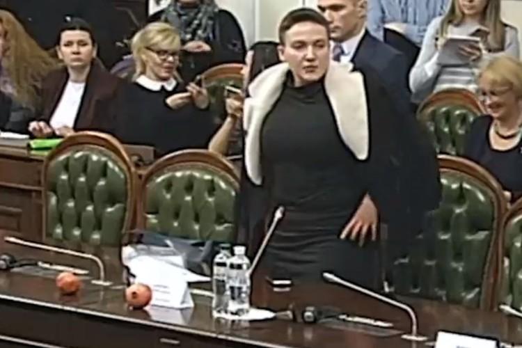Нардеп Савченко принесла гранаты в Верховную Раду