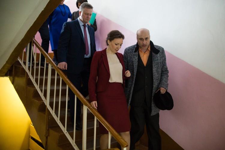 Омбудсмен Кузнецова прошлась по школе и пообщалась со всеми сторонами этой истории.