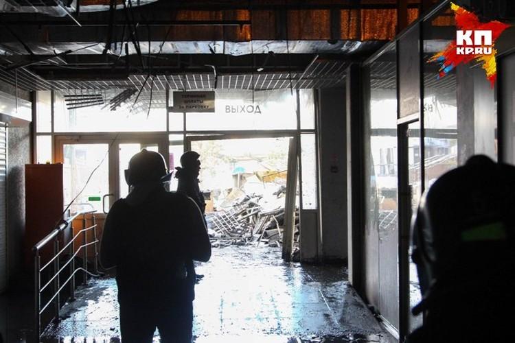 """64 человека так и не сумели добраться до спасительной надписи """"Выход""""."""
