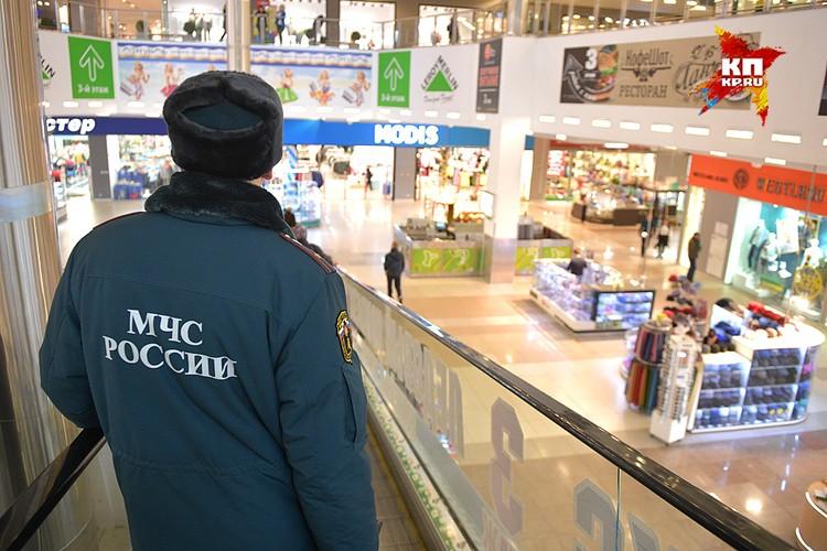 Со слов представителей торгового центра, внеплановые проверки пожарной безопасности здесь действительно проходят, последняя была в октябре.