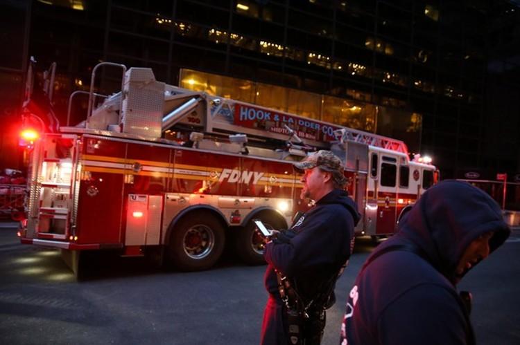 Улицы вокруг небоскреба Trump Tower в Манхэттене перекрыты из-за пожара