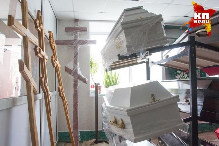 Детей похоронят в белых гробах