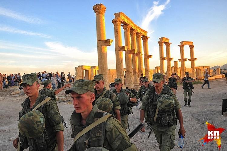 Российские военные в исторической части Пальмиры, май 2016 г.