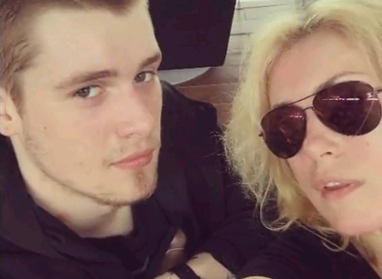 Макар Касаткин с мамой, Марией Шукшиной.