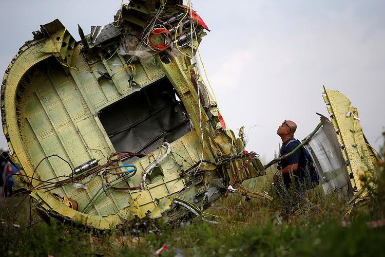 """В результате крушения """"Боинга"""" над Донбассом в июле 2014 года погибли все 298 человек, находившихся на борту."""