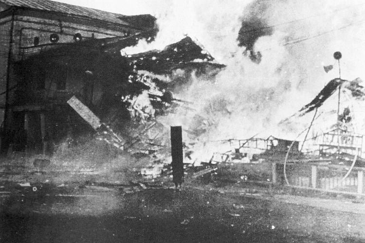 Последствия взрыва фейерверков, которые хранились в деревянном здании прямо на стадионе. Фото предоставлено Виталием МАНЫЛОВЫМ