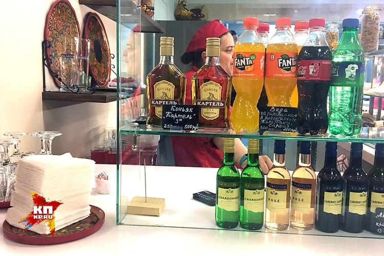 Продажа крепкого спиртного в буфете Третьяковки.