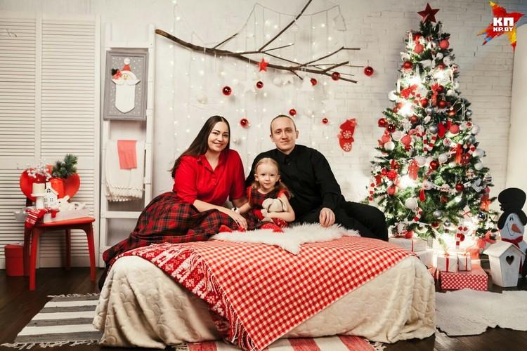 У Сергея и его жены Анастасии растет дочка Тонечка.