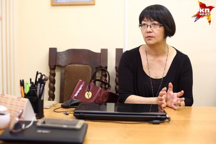 Людмила Мун проводит опросы пострадавшего ребенка, выясняет все детали болезненных для него событий: где это произошло, когда и как