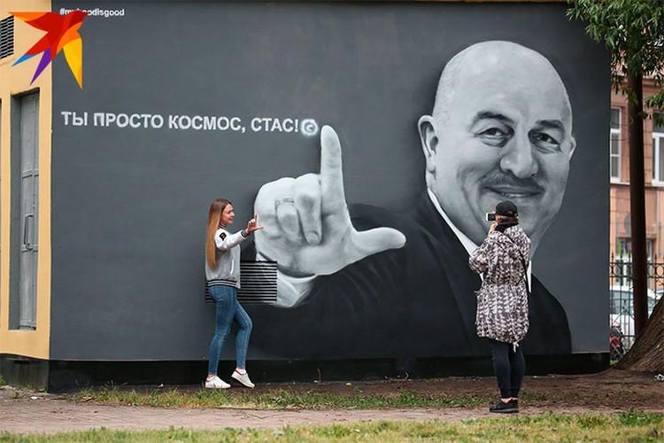 С граффити теперь каждый второй делает селфи.