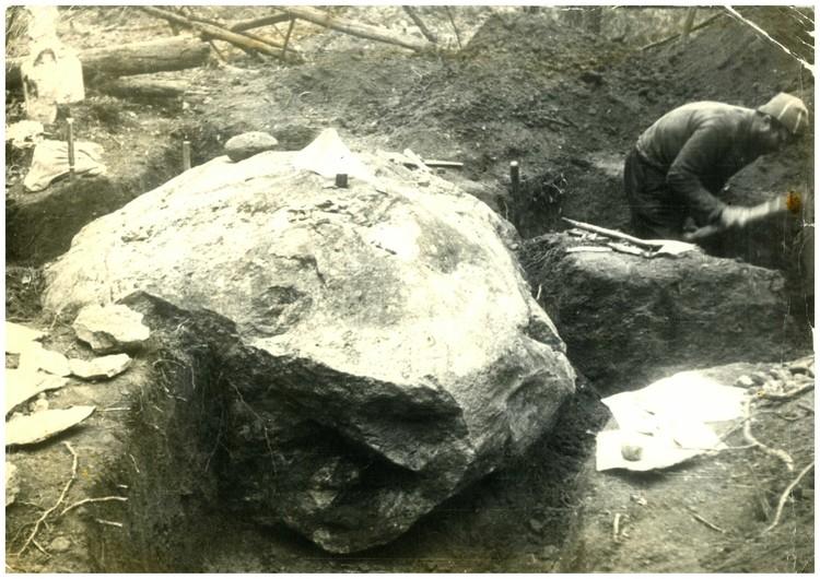 Камень-олень или камень Джона весит порядка 10 тонн. Фото: личный архив Джона Анфиногенова